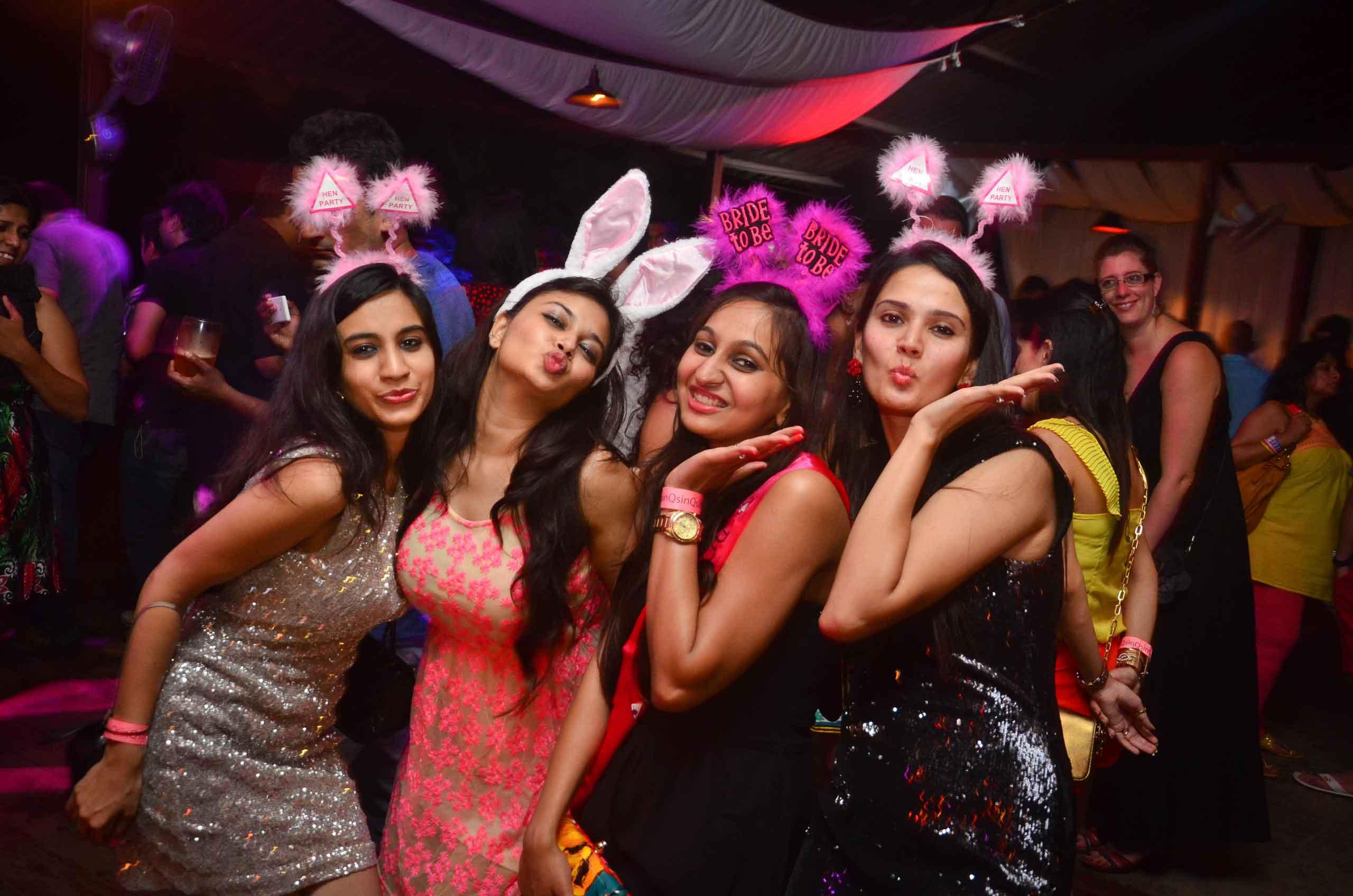 sinq-beach-club-bachelorette-party-2